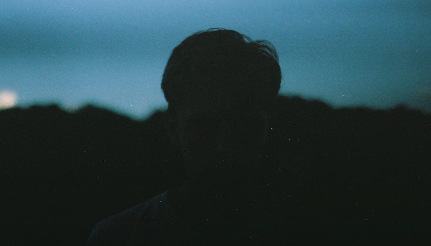 """Premiär: Oas Musik levererar experimentella och trollbindande singeln """"Sluten inuti"""""""
